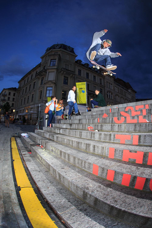 Sven Kilchenmann - Switch kickflip