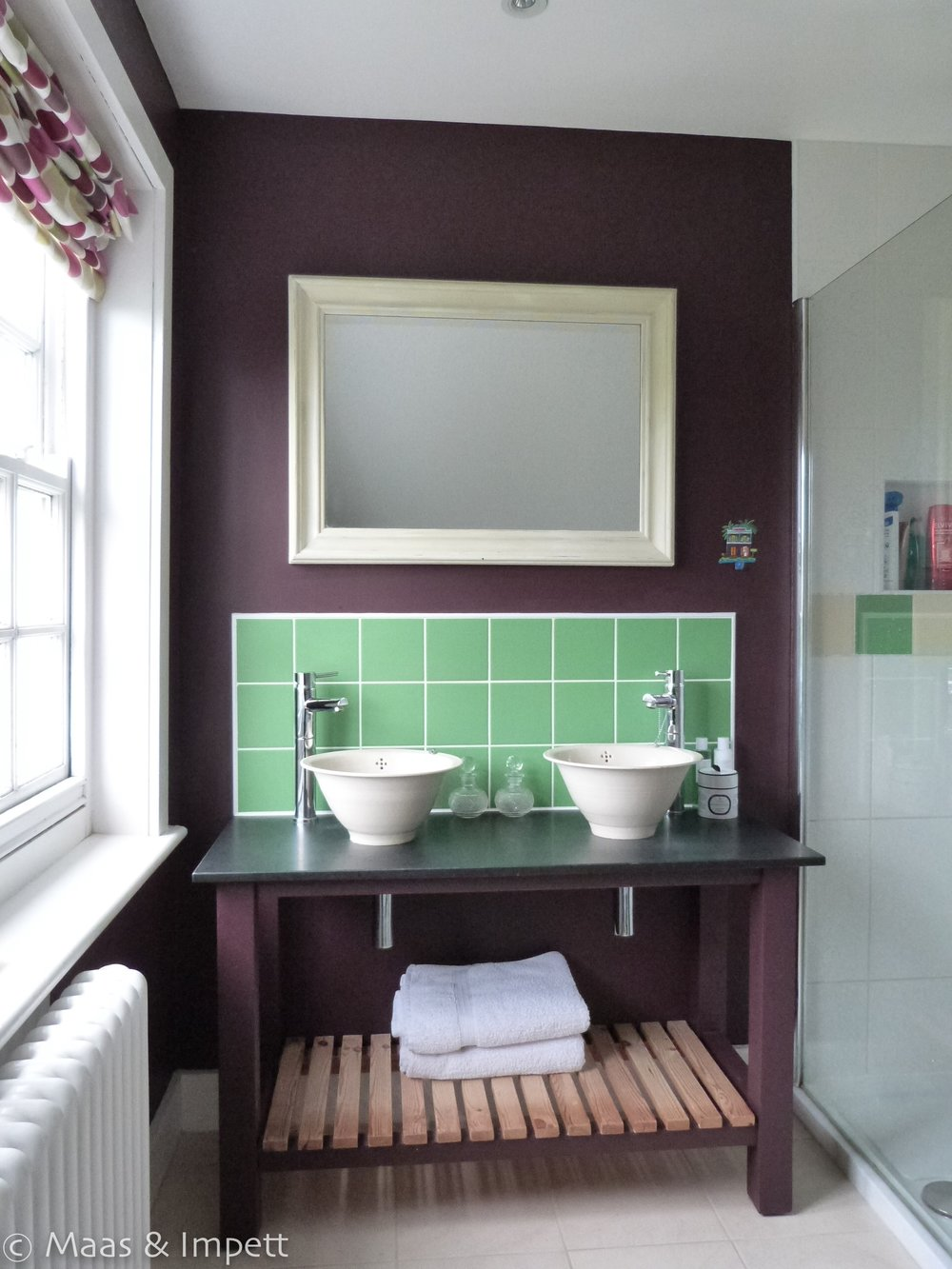Washstand with ceramic sinks