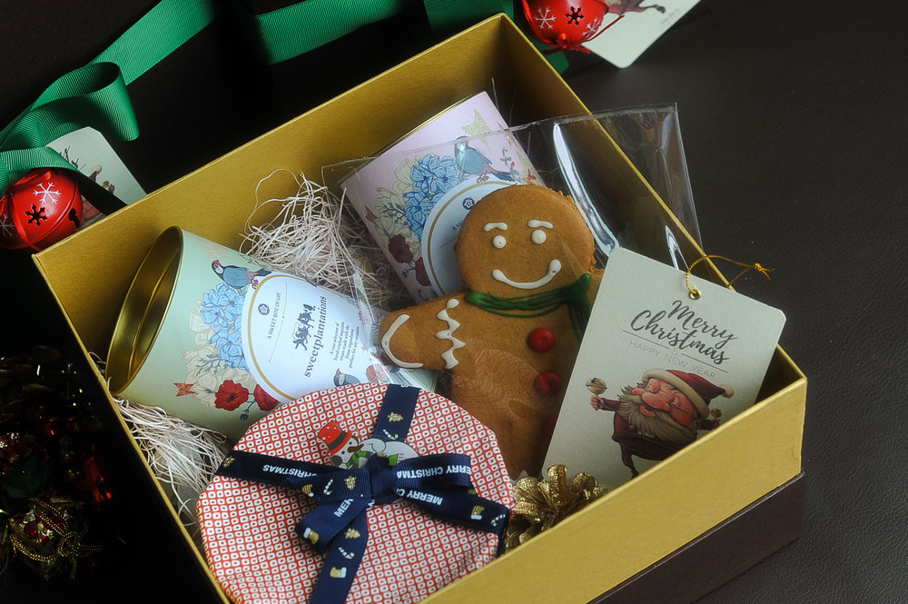 C. MISTLETOE    (  IDR 450K)                2 cans cookies, 1 mini fruitcake, 1 gingerbread man
