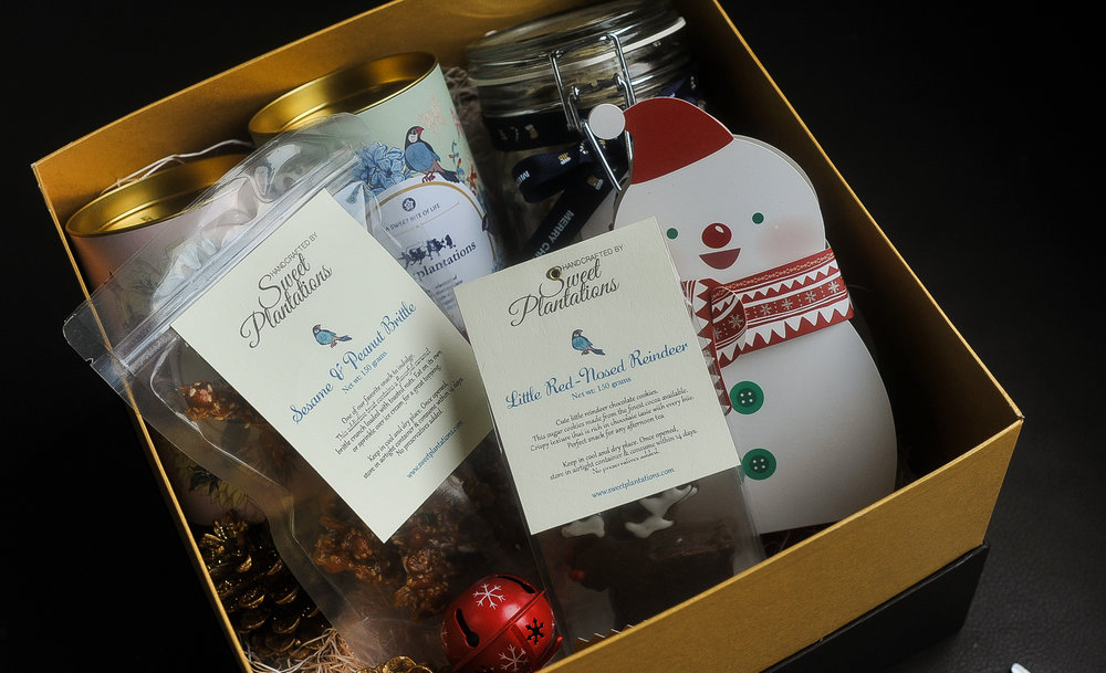 F. TINSEL    (  IDR 680K)                 2 cans cookies, 1 medium jar cookies, 1 peanut brittle, 1 little reindeer cookies, 1 box /candy (snowman)