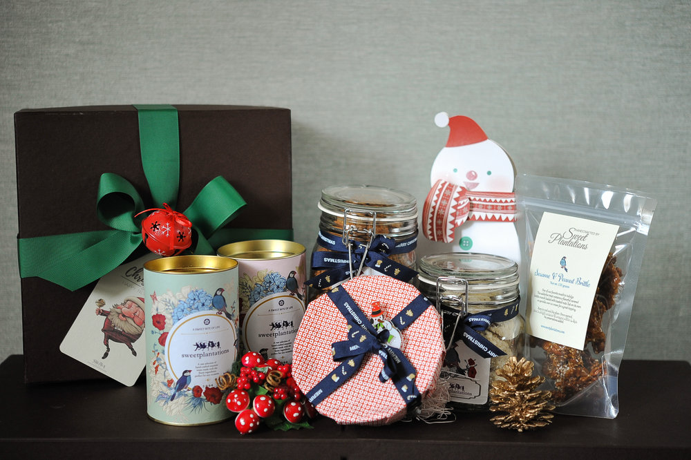 H. JOYOUS    (  IDR 1,050K)                2 cans cookies, 2 large jar cookies, 1 mini fruitcake, 1 sesame peanut brittle, 1 box chocolate(snowman)