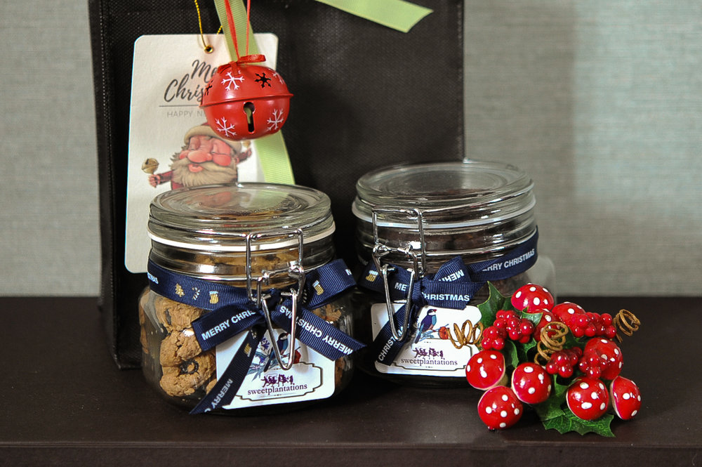 B. JINGLE   (IDR 300K)      2 medium jar cookie(pack in a bag)