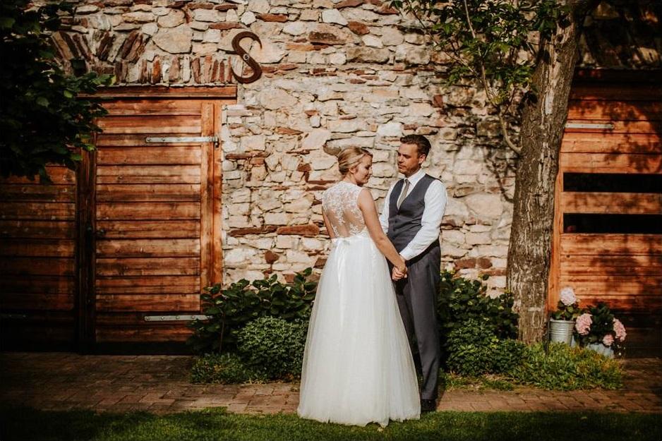 Betti és Toon - meseszép esküvő a káli-medencében