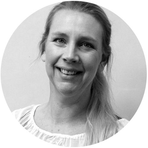 Erica Ekelöf  är specialpedagog med uppdrag som språk-, läs- och skrivutvecklare i Halmstads kommun. Hon ingår Skolverkets/NCS referensgrupp och undervisar vid lärarprogrammet vid Högskolan i Halmstad. Hennes blogg  Språkutvecklarna  kan du följa på  sprakutvecklarna.wordpress.com  .
