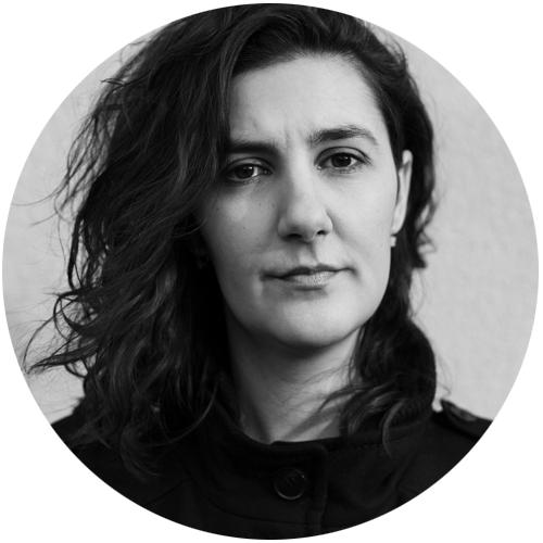 Anna Eva Hallin är legitimerad logoped med en Ph.D. från New York University. Hennes inriktning i kliniskt arbete, undervisning och forskning är språk-, läs- och skrivutveckling samt -svårigheter hos barn och ungdomar.