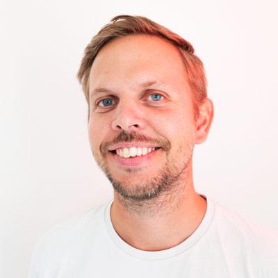 Markus Ivan JohanssonTekstforfatter - Markus er utdannet tekstforfatter ved Westerdals og har 7 års erfaring i fra Leo Burnett Milano og TRY Reklamebyrå. I 2013 ble han rangert som en av verdens mestvinnende kreatører under 30, bl.a. for sitt banebrytende arbeid for Montblanc.LinkedInmarkus@brunchoslo.no+47 954 49 714