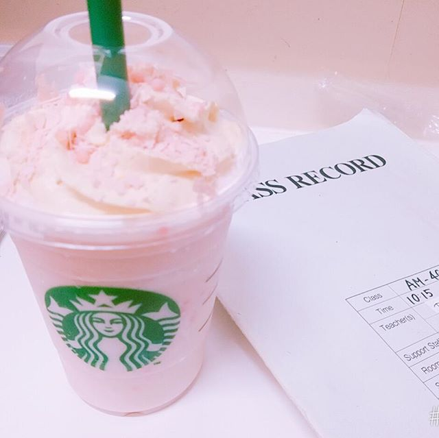 🌸🌸Finally got a break during my very busy Sunday schedule to get a sweet beverage and finish my records for the day. I'm trying #starbucks Sakura Blossom Cream Frappachino only in Japan during Sakura season. It's pretty good!! One day you guys can come try it!!🌸🌸 #starbucksjapan #sakurablossomcreamfrap #japanlife #update #coffee #japanesefashion #fashionblog #koreanfashion #teachingaboard #先ら #日本 #品川