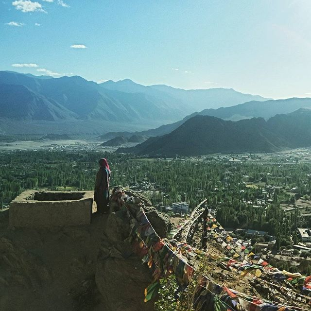 🚶🔀🌄🔀📷🔀 finding solace on the hilltop, in the views, and in the prayer flags... 🔀🌄🔀🙏 ... #Leh #Ladakh #India #indiaclicks #everydayindia #lonelyplanet #lonelyplanetindia #travel #travelphotography #instatravel #travelgram #travelbug #instapassport #yourshotphotographer #yourshotindia #natgeo #nationalgeographic #natgeoadventure #globewanderer #roamtheplanet #visualsoflife #igshotz #picoftheday #photooftheday #photosociety #visualyatra #mypixeldiary #earthfocus #agameoftones #solaceinsamsara