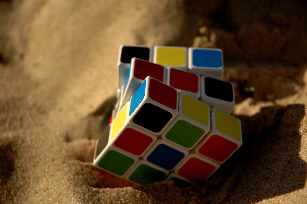 rubik-cube-1703600_1280.jpg