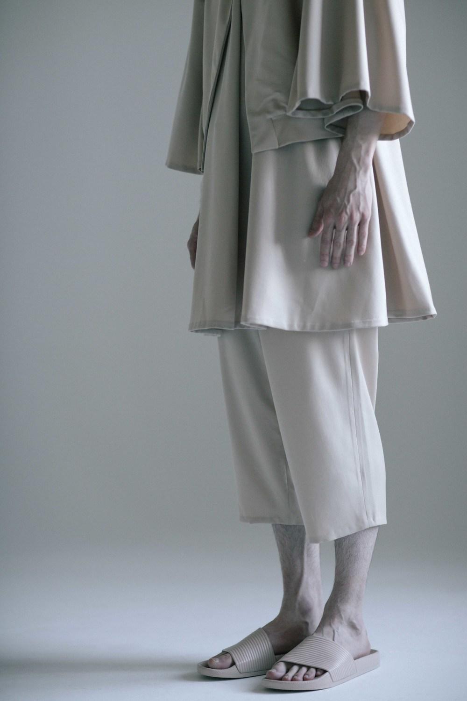 anna-kim-long-shorts-with-jet-pockets