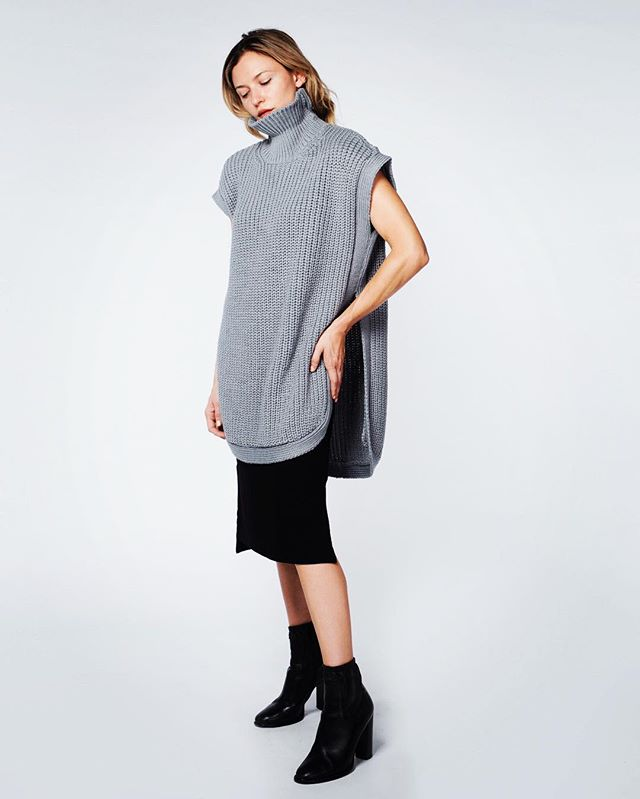 sleeveless turtleneck sweater by 1x1 [read: ethically-sourced wool, made in LA] available in sharkskin and natural. shop it via link in bio 🐑🖤