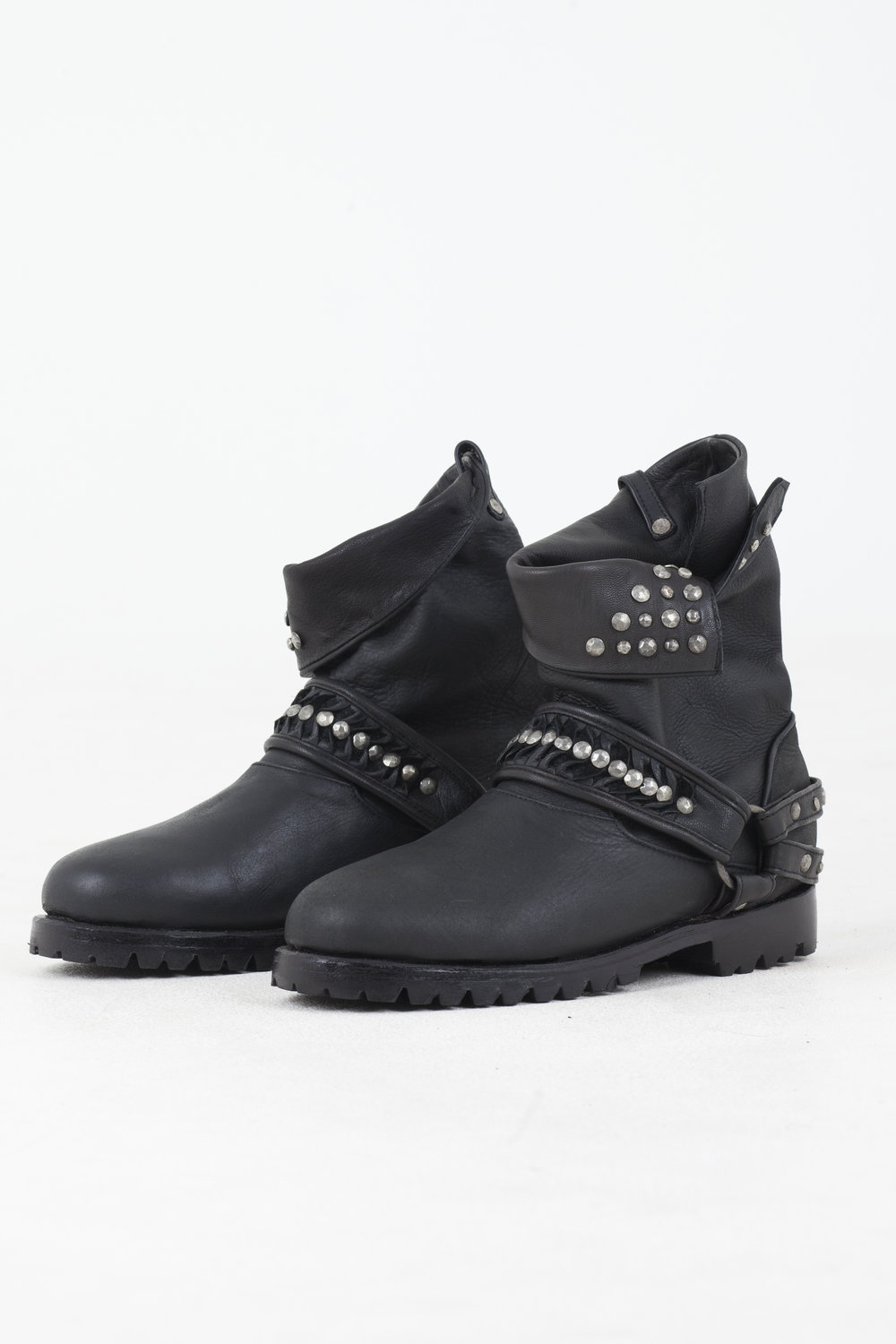 agoraphobia-collective-defiant-disorder-mad-leather-boots