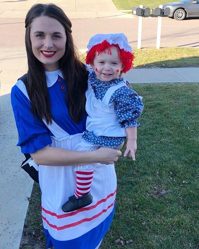 🍁Happy Halloween 🎃 . . #happyhalloween #raggedyann #raggedyanncostume #mommiedaughter #minime #mommydaughtercostumes #october