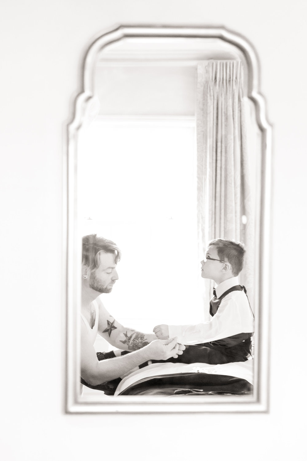 Baltimore_wedding_Admiral_fell_inn_wedding_amy_and_jordan_wedding_enchanting_events_groom_getting_ready