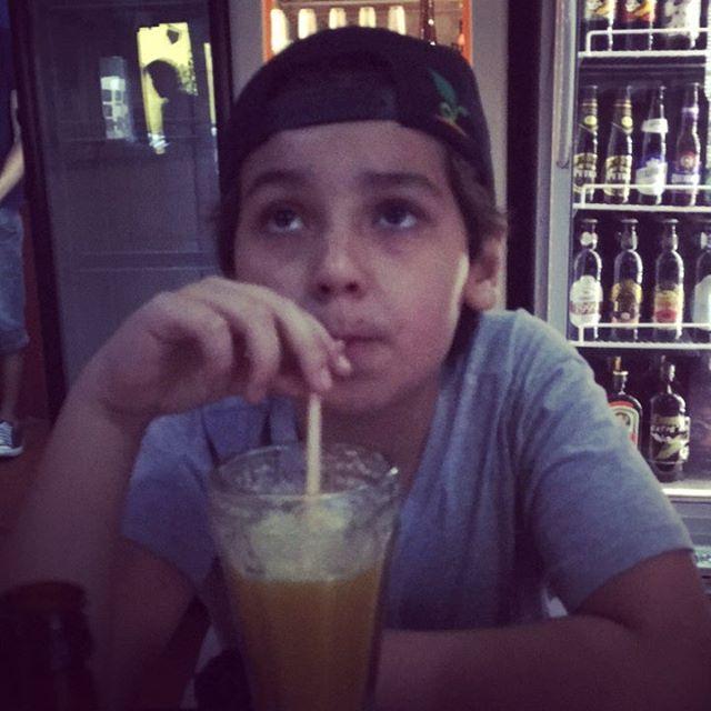 Theozinho dando um look na legenda da própria foto #foradacasinha