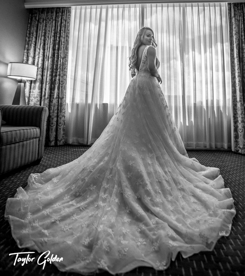 Houston Wedding Photographer Taylor Golden White1.jpg