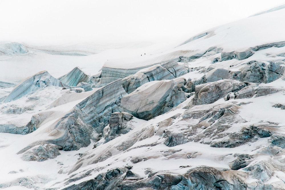Cordée, épaule du mont Blanc du Tacul, 2017.