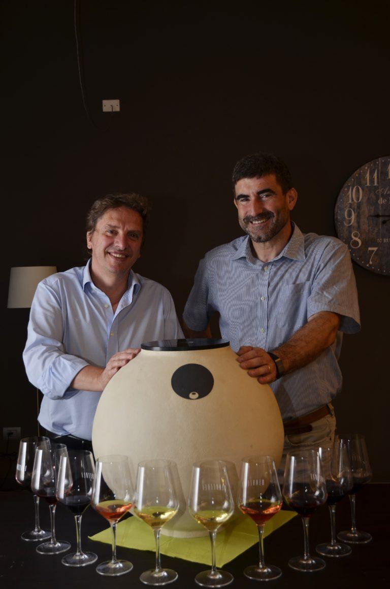 Da sin., Maurizio Gasco e Luca Risso del Clayver Team con un Clayver da 40 l.