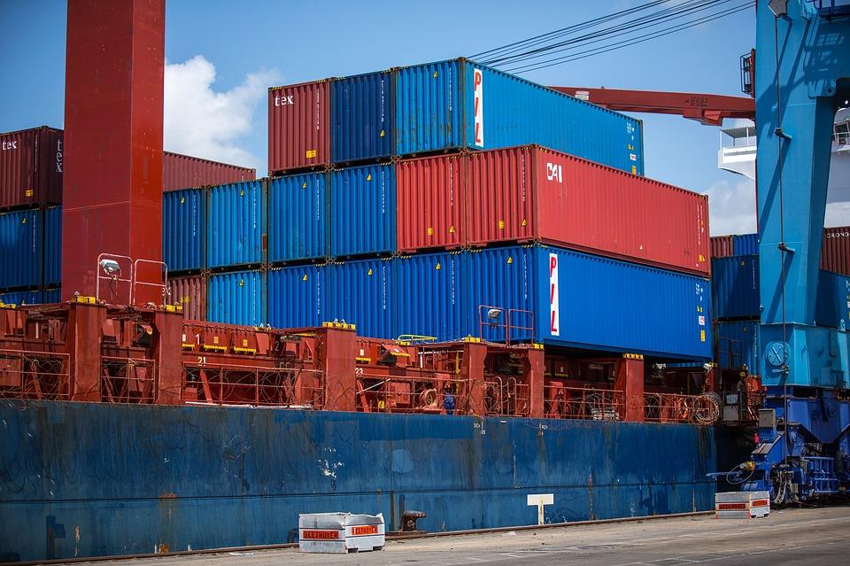 Container di merci pronti al carico