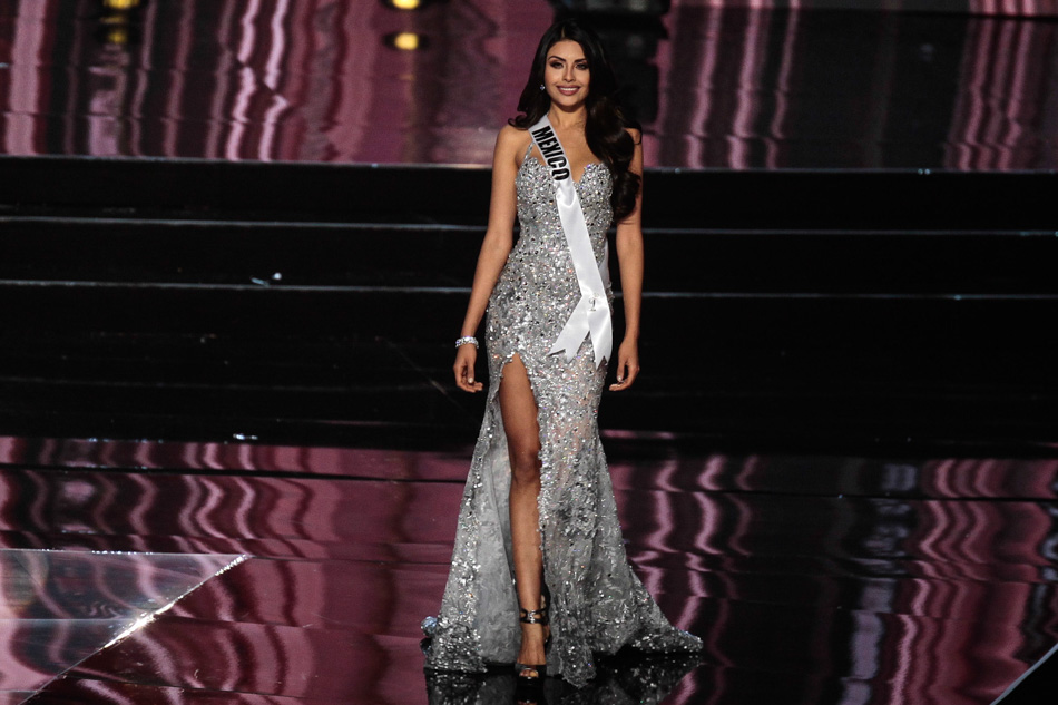 I know... high slit glittery dresses are to pageants as Tippy Tops are to LIFE.. BUT Miss Mexico and her features simply POP in this cool toned gown.
