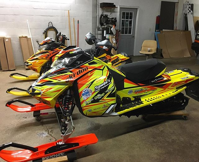 Pair of beastly #skidoo sleds we did for #TruttmannRacing ⛄️🔥 #TisTheSeason #sledwraps #braap #snocross #snowmobile #shredcity #raceready #1330wraps #greenbay #custom #vinylwraps #snow #design #graphics