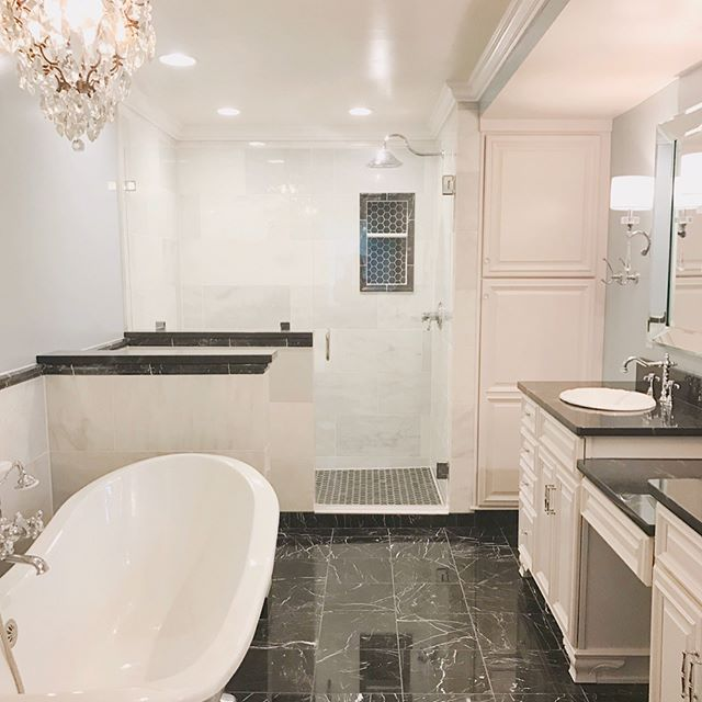 The marble game was strong in this last master bathroom remodel! We're loving how it turned out 😍