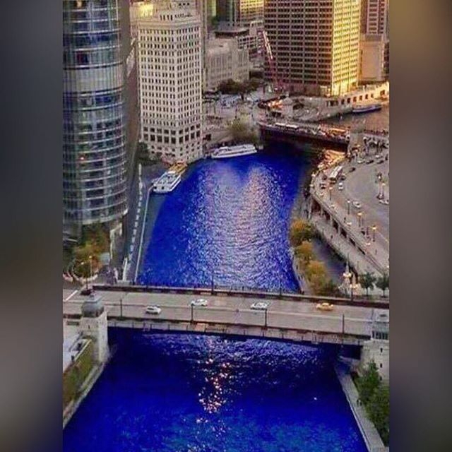 Definitely feeling homesick right now. Have a drink for me! 😘 #CubsParade #chitownstandup  #FlyTheW