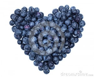 blueberry-heart-shape-symbol-concept-healthy-eating-lifestyle-31384624