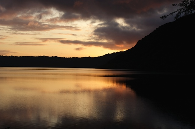 more_sunrise_apoyo_lodge_laguna_deapoyo.JPG