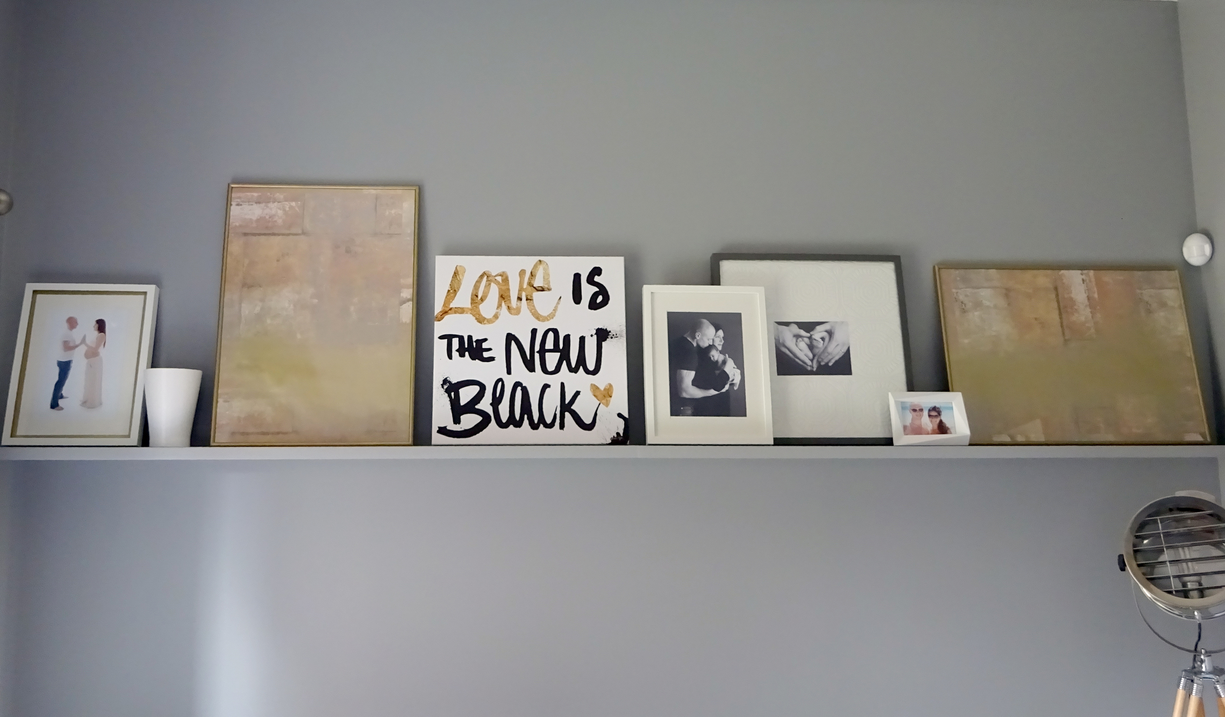main photo shelf