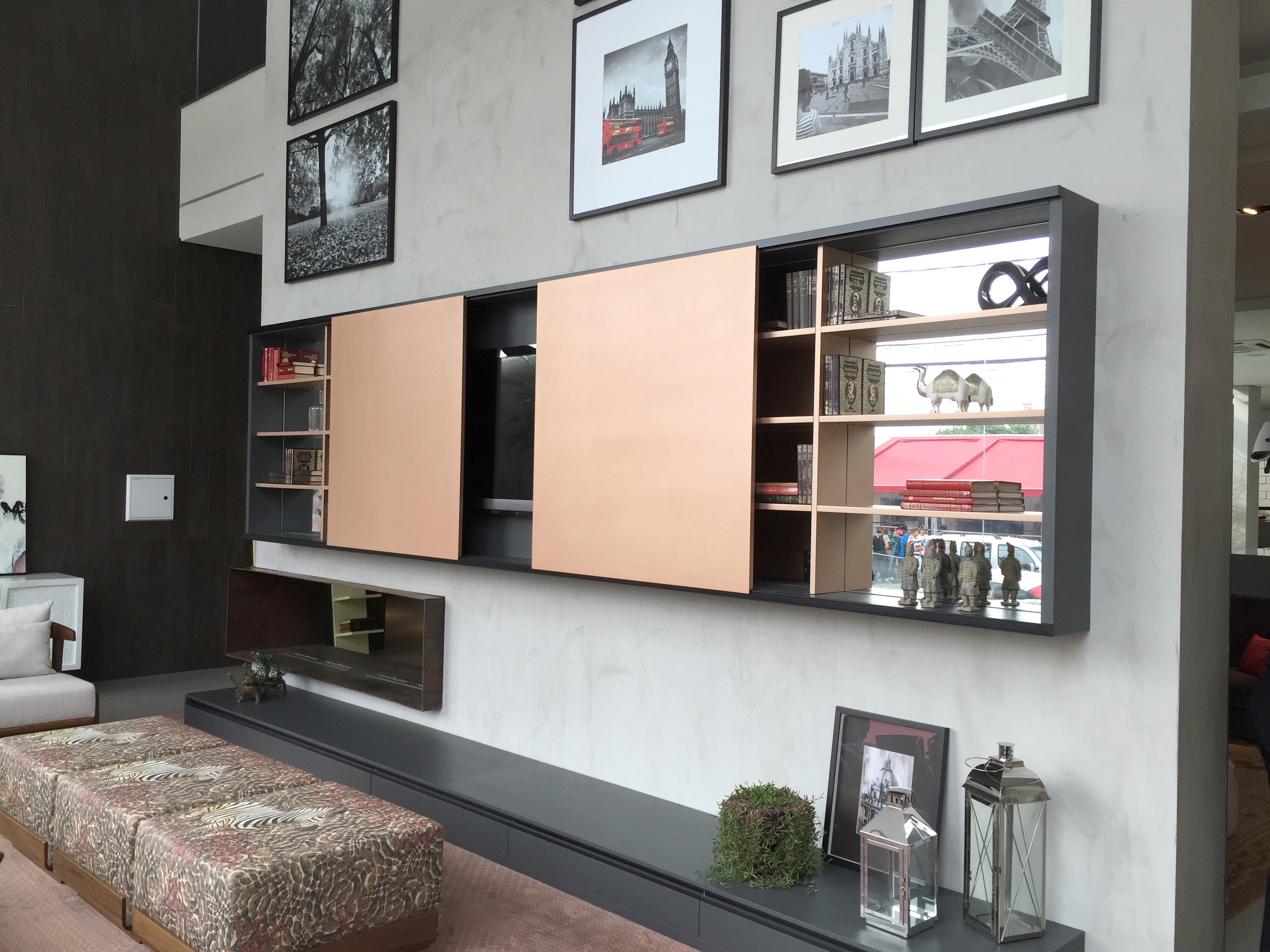Luxurious pearlescent gold finish on the lounge media units