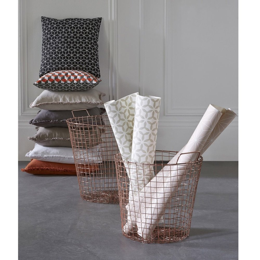 7/ Metallic baskets of course, amazing office organisers!