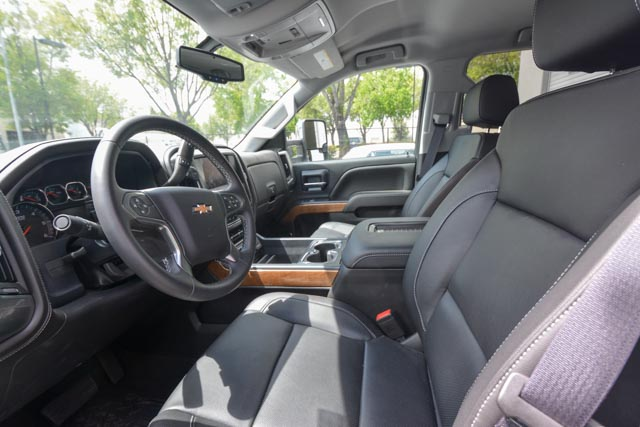 Chevy Silverado interior pics (1 of 3).jpg