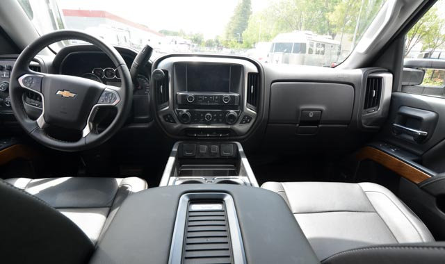Chevy Silverado interior pics (3 of 3).jpg