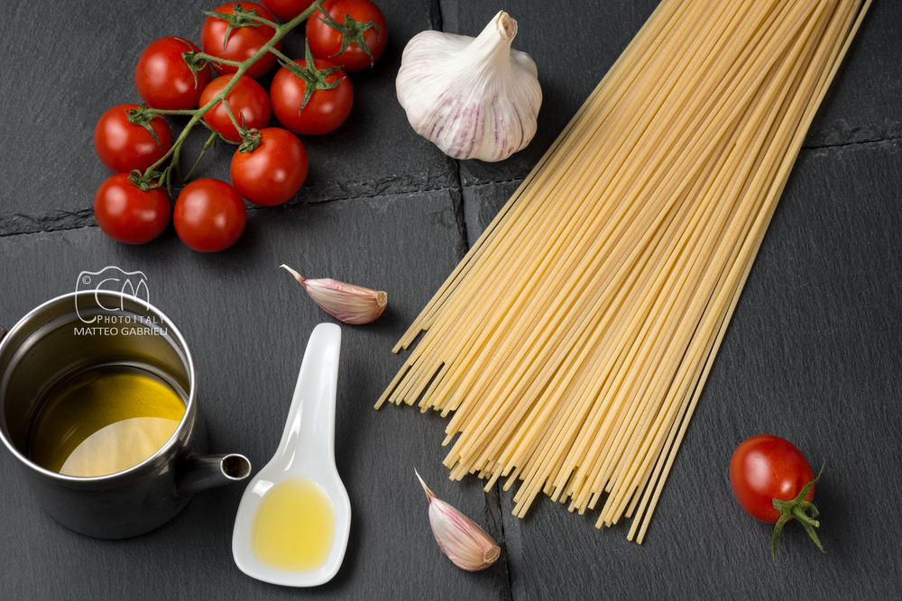 Spaghetti with garlic, olive oil, tomatoes, Italian art and food