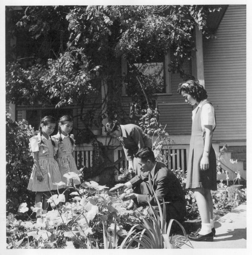 A Japanese American family from Oakland