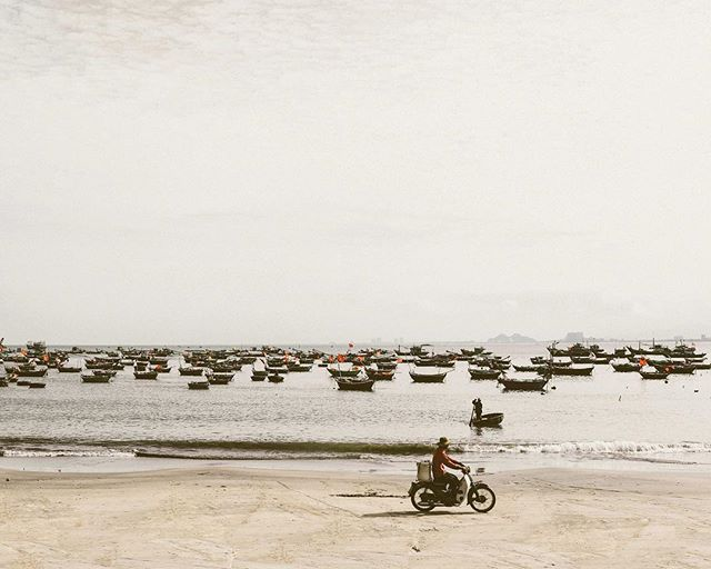 Back when Saturday mornings meant hopping on a moped and cruising to the nearest beach 🛵 . . . . . . . . . . . . . . . . . #travel #travelphotography #passionpassport #danang #hoian #girlslovetravel #myfeatureshoot #doyoutravel #streetphotography #exploretocreate #streetscene #streetphoto #streetphotographer #spjstreets #life_is_street #vietnam #traveldiaries #broadmag #spicollective #streetleaks #streetphotography_color #justgoshoot #streetfeat #lensculturestreets #crfanphotos #somewheremagazine #intercollective #tlasia #stpetephotographer