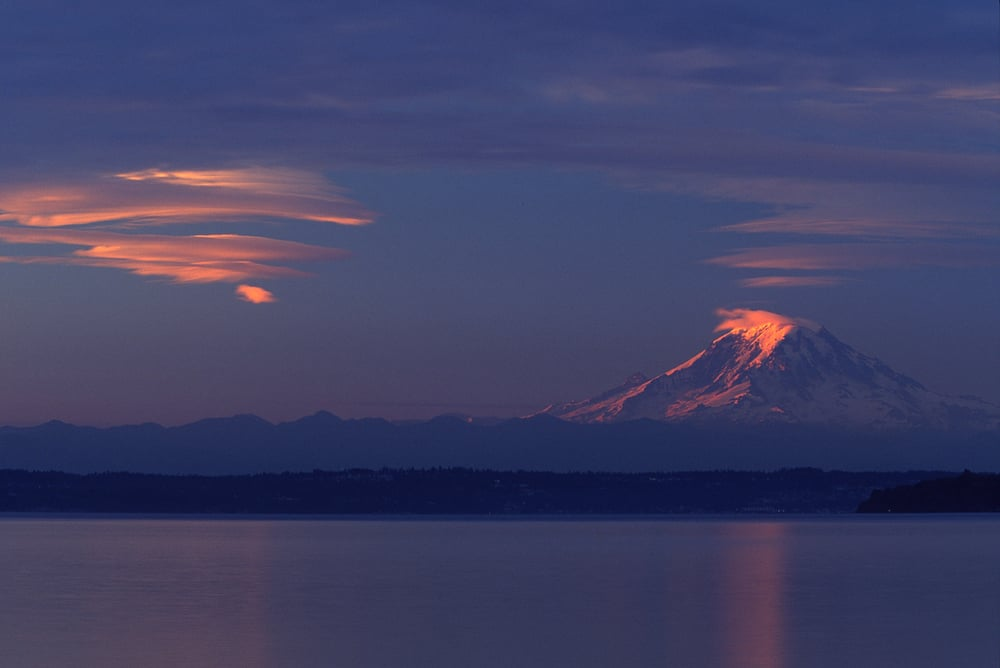 Mt. Rainier w lenticular cloud ncc - smaller.jpg