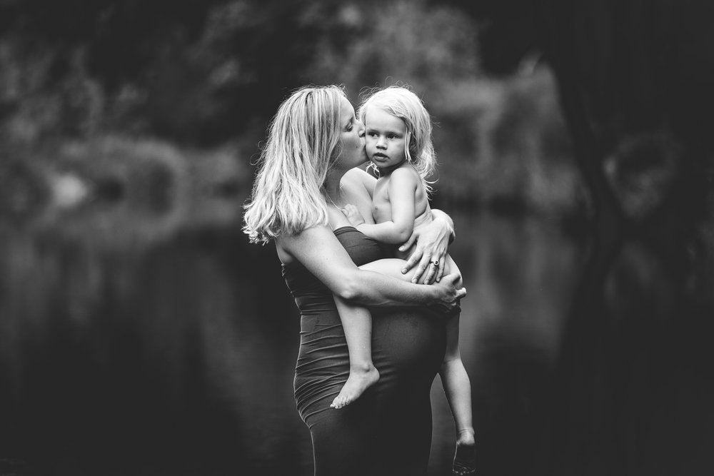 Brisbane maternity photographer-13.jpg