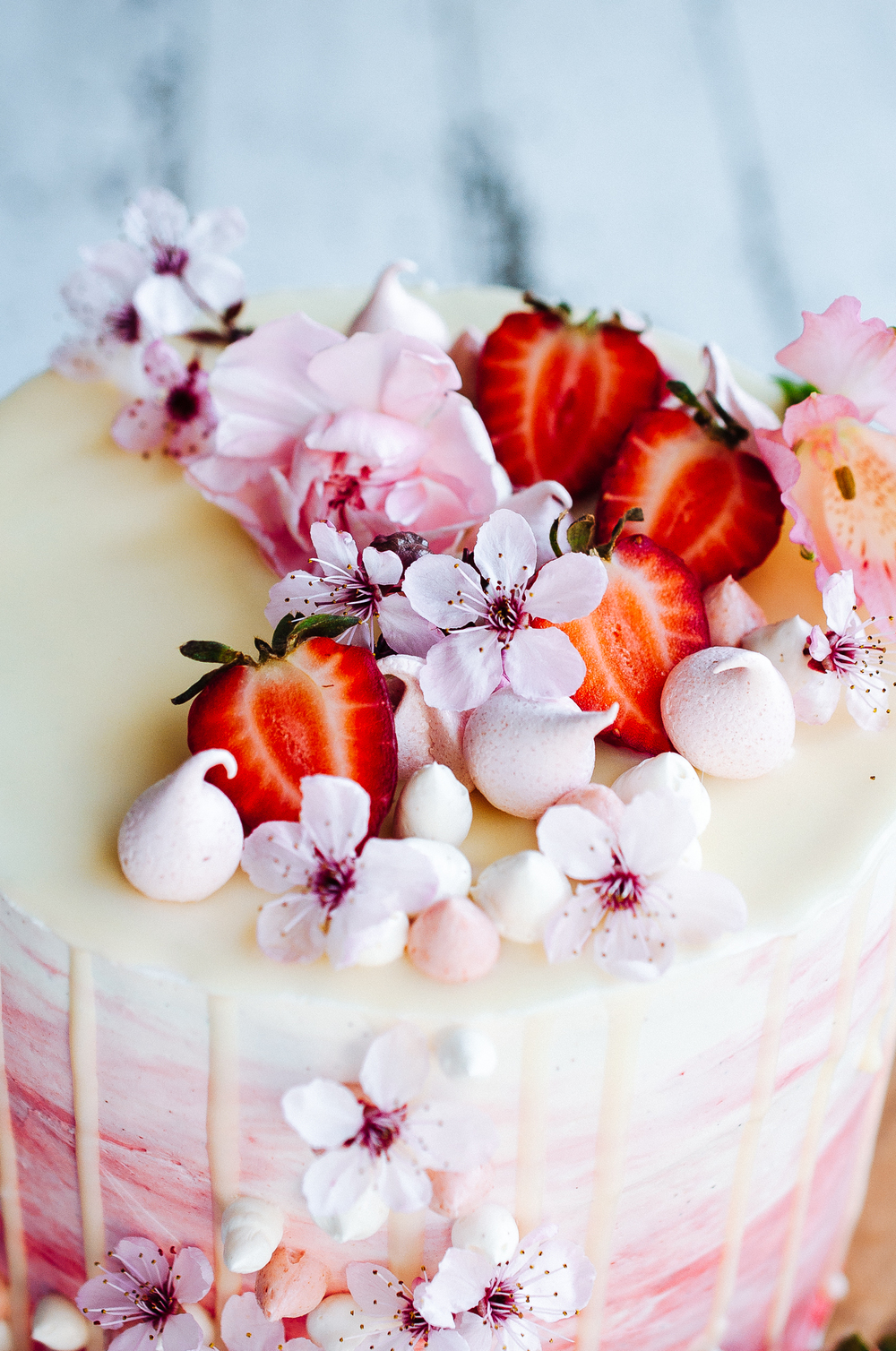 Images Of Cakes Decorated With Strawberries