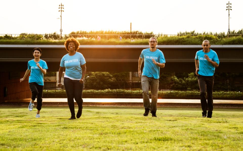 volunteers, volunteer running,