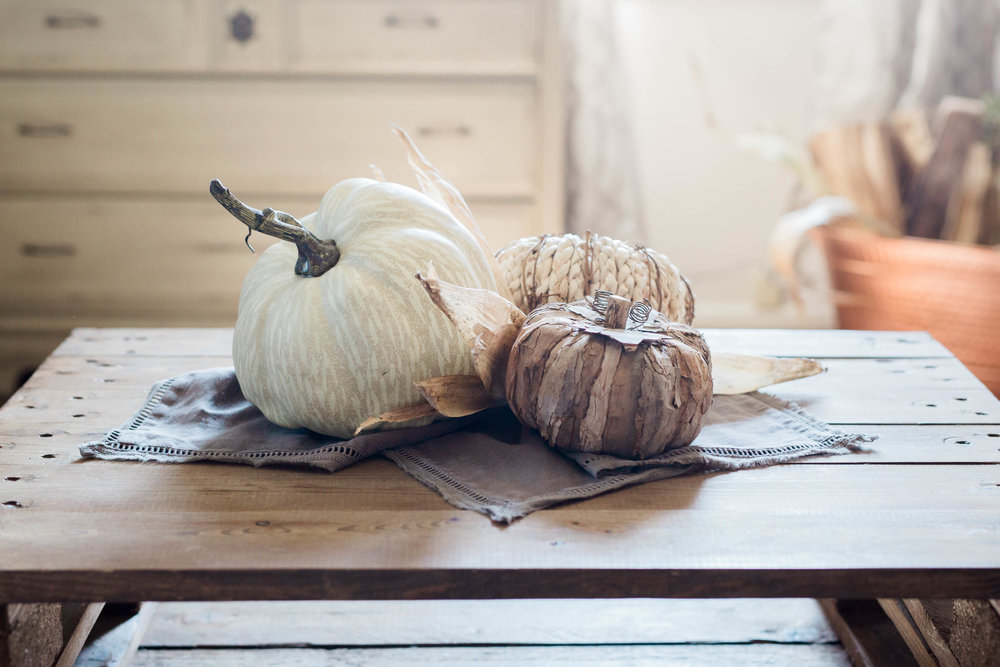 fall_farmhouse_decor_pumpkin_centerpiece