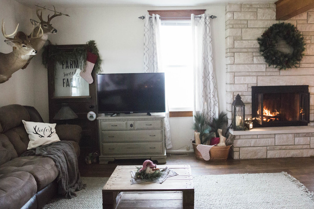 shotbychelsea_christmas_farmhouse_decor-1.jpg