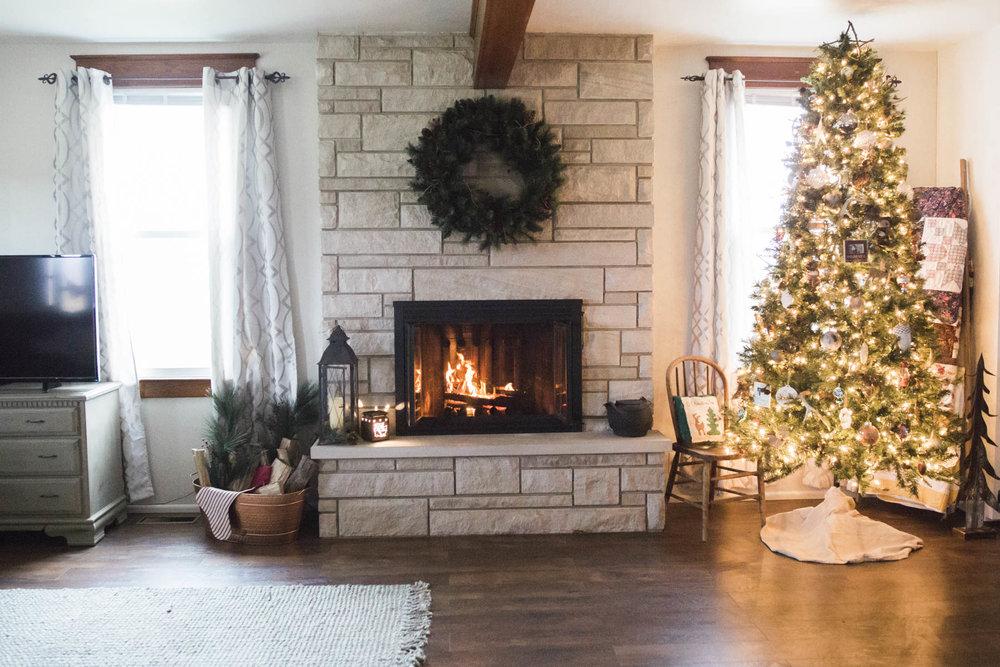 shotbychelsea_christmas_farmhouse_decor-2.jpg