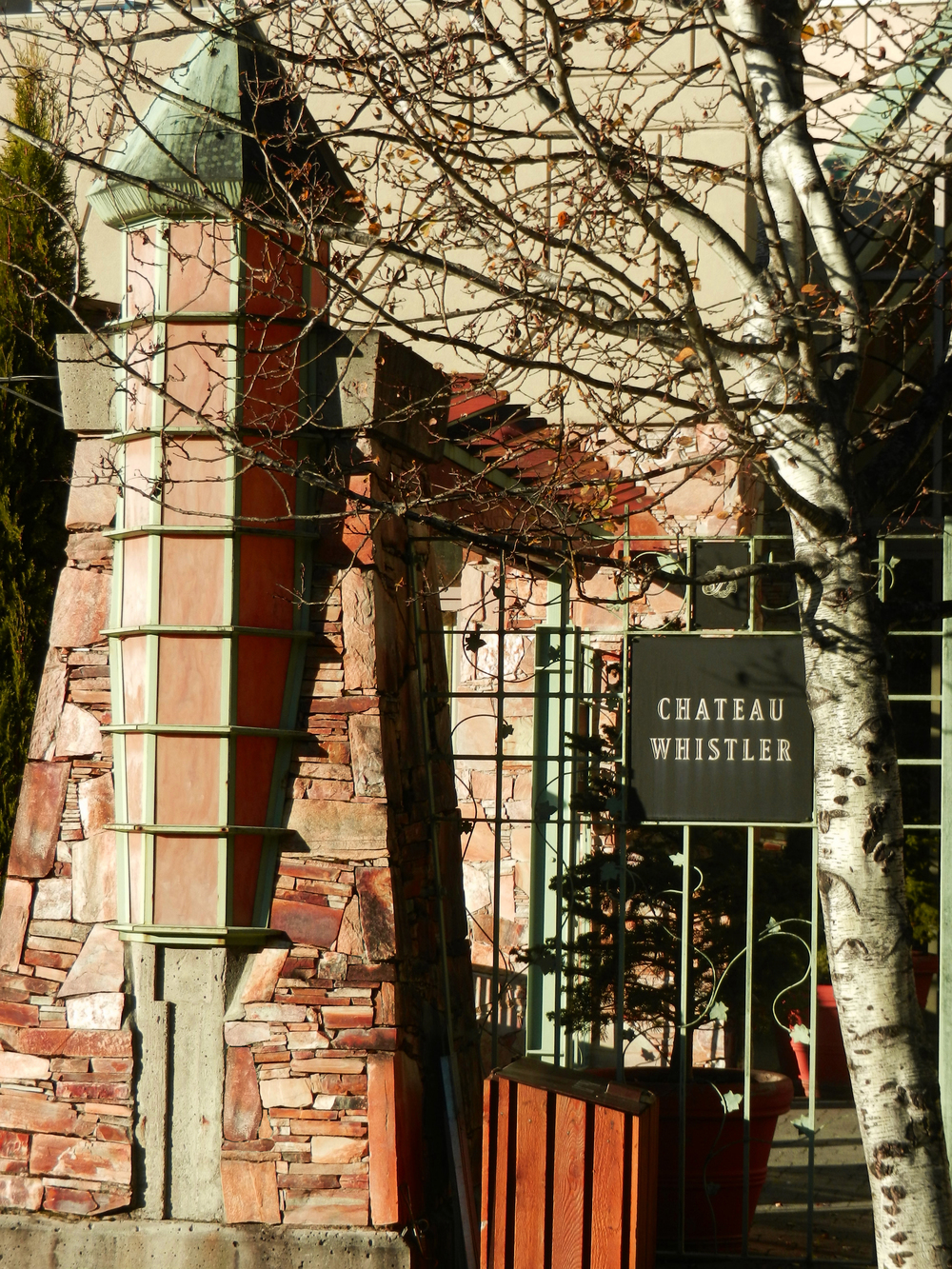 Quarzite exterior, Chateau Whistler