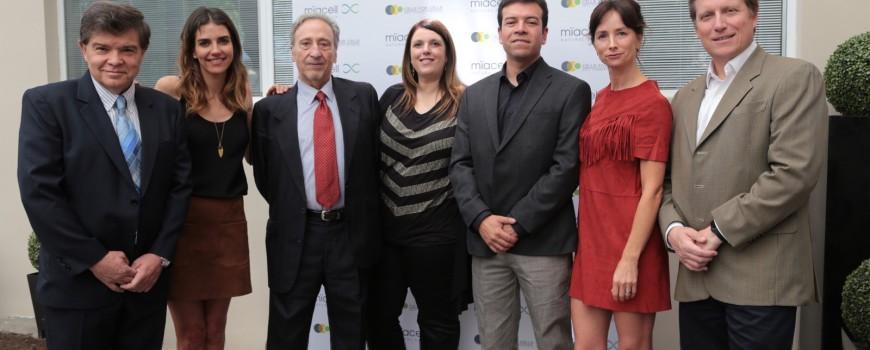 De izq. a der: Dr.Walter Gubelin, María Luisa Godoy, Dr. Gustavo Alfaro, Mónica Paz, Oscar Solar, María José Prieto y Matías Vial.