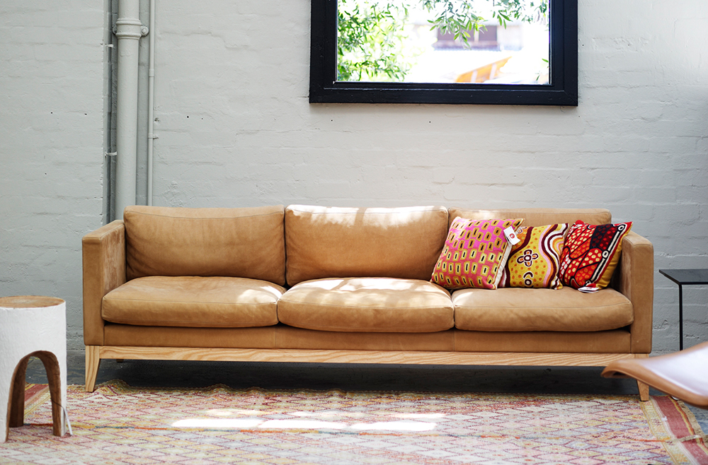 Incroyable Classic Sofa Timber2