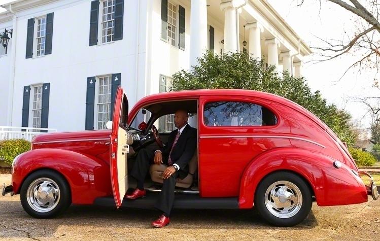 Fashion Headshot of Dapper Gentleman | Atlanta + Dallas Lifestyle, Fashion & Business Portrait Studio and Outdoor Photographer | ksimonphotography.com | © KSimon Photography, LLC