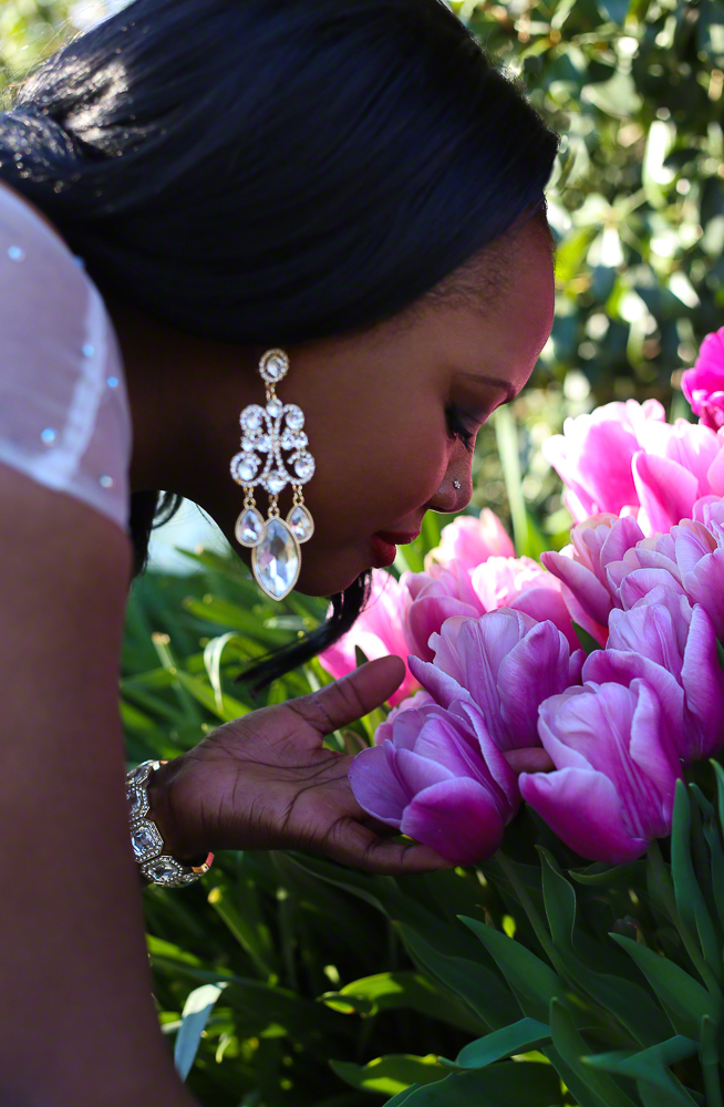 Lifestyle Portrait of Beautiful Woman Smelling Roses | Dallas Fashion, Lifestyle, & Business Portrait Studio and Outdoor Photographer | ksimonphotography.com | © KSimon Photography, LLC