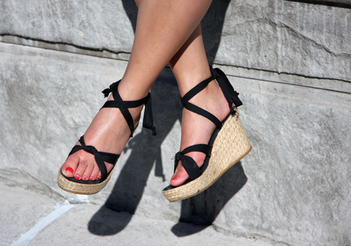 BCBG-sandals-A-Stroll-Along-The-Napa-Riverfront